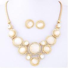 Goud Met Witte Diamanten Ketting En Oorbellen Set