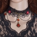 Zwarte Gewoven Figuren Met Rode Stenen Halsketting